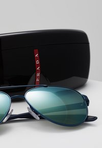 Prada Linea Rossa - Zonnebril - blue/green mirror - 2