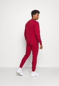 Ellesse - OSTERIA - Pantalon de survêtement - dark red - 2