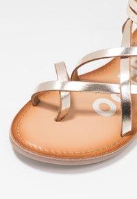 Gioseppo - CLAVERACK - T-bar sandals - oro - 2