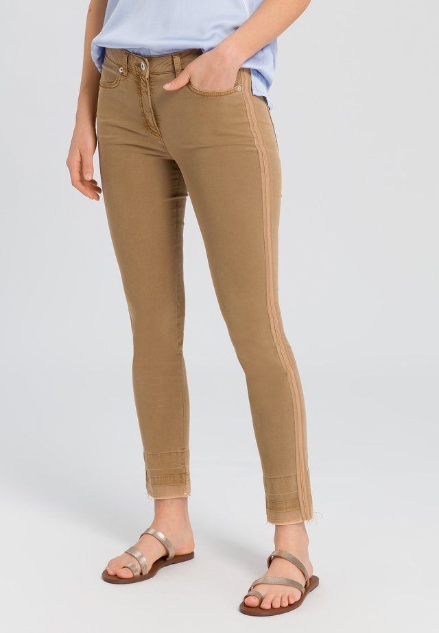 Trousers - camel varied