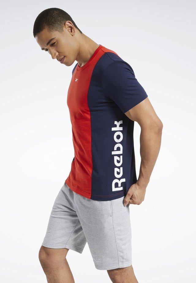 TRAINING ESSENTIALS LINEAR LOGO T-SHIRT - T-shirt imprimé - red