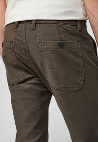 s.Oliver - Chinos - olive - 5