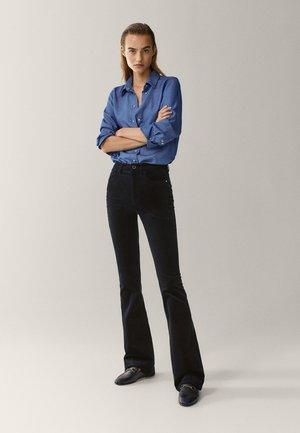 SCHLAG AUS HOHEM  - Flared Jeans - black