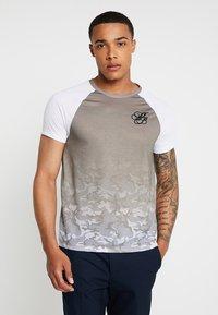 Burton Menswear London - ICONIC TAPED RAGLAN - Triko spotiskem - khaki - 0