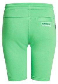 WE Fashion - MET TAPEDETAIL - Shorts - green - 5