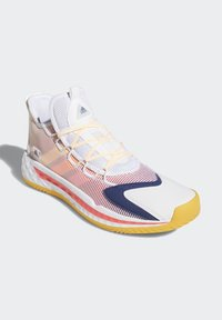 adidas Performance - PRO BOOST LOW SHOES - Zapatillas de baloncesto - white - 3