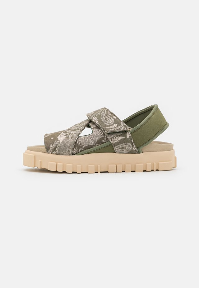 NATIONAL  - Sandalen met plateauzool - green