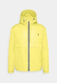 BELPORT HOODED - Giacca leggera - signal yellow