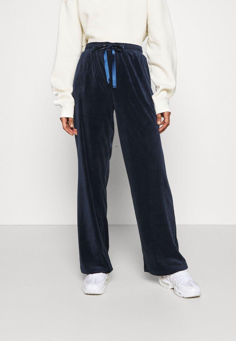 Vero Moda - VMATHENA  - Tracksuit bottoms - navy blazer