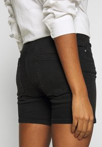 ONLY - ONLBLUSH MID  - Shorts di jeans - black - 4