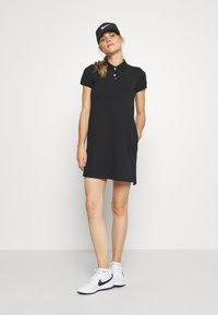 Nike Golf - The Nike Polo Damenkleid - Sportovní šaty - black - 1
