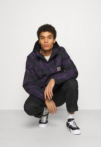 Carhartt WIP - NIMBUS PULLOVER - Light jacket - purple - 3