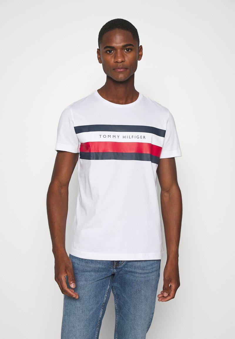 Tommy Hilfiger - STRIPE TEE - T-shirts print - white