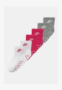 Nike Sportswear - CORE FUTURA GRIPPER 6 PACK UNISEX - Socks - rush pink - 0