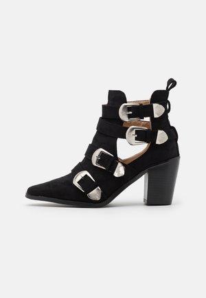 TOP UP WIDE FIT ADLEY - Kotníková obuv - black