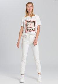 Marc Aurel - Print T-shirt - off white varied - 1