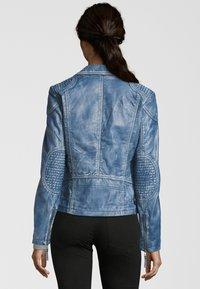 7eleven - MIT ASYMMETRISCHEM REISSVERSCHLUSS - Leather jacket - bluewhite - 2