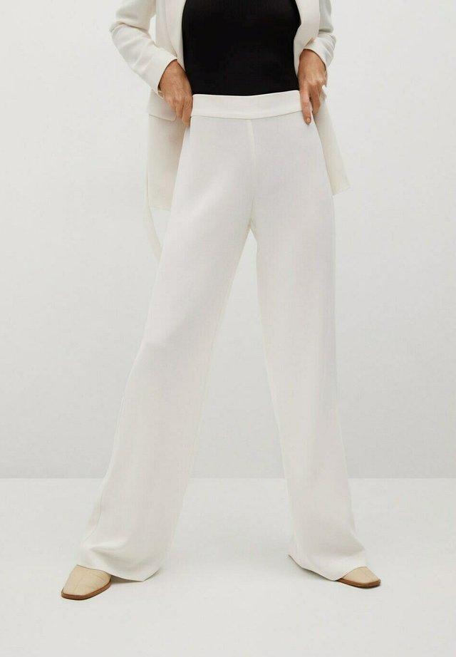 RETT MED KLASSISK BELTE - Pantalon classique - ecru