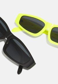 Urban Classics - SUNGLASSES LEFKADA UNISEX 2 PACK - Sluneční brýle - neonyellow/black - 2