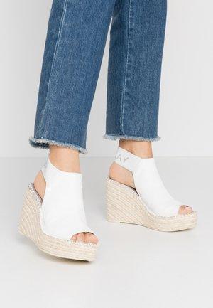 TYNE - Sandalen met hoge hak - white