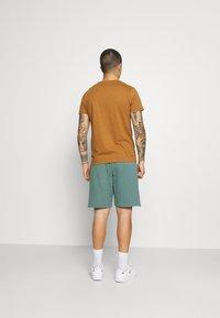 adidas Originals - Shorts - hazy emerald - 2