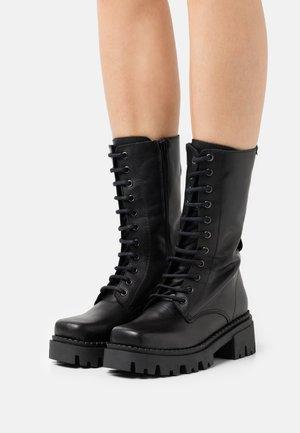 SKWARE - Šněrovací vysoké boty - black