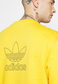 adidas Originals - TREFOIL TEE - Triko spotiskem - actgol/black - 5
