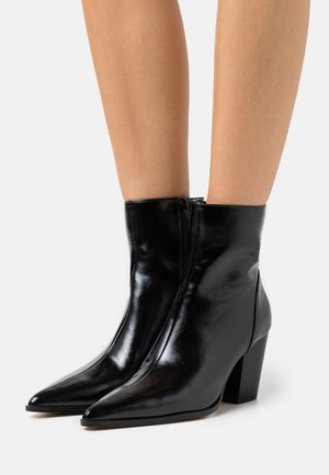 CHUNKY WESTERN HEEL BOOTS - Classic ankle boots - black