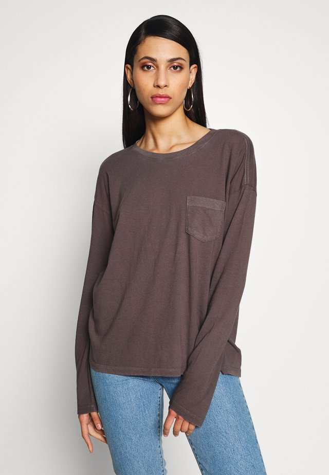 AUTH BOXY TEE - Long sleeved top - soft black
