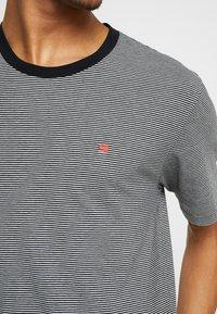 Scotch & Soda - CLASSIC CREWNECK TEE - Print T-shirt - grey - 5