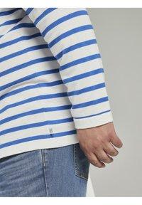 TOM TAILOR MEN PLUS - Jumper - white victory blue stripe - 4