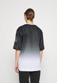 FUBU - VARSITY BASEBALL - Print T-shirt - black - 2