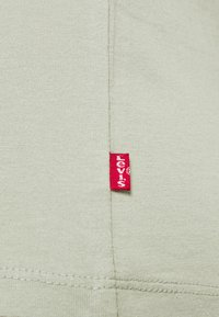 Levi's® - THE PERFECT TEE - T-shirt con stampa - desert sage - 5