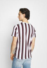 Burton Menswear London - 2 PACK - T-shirt print - white - 2