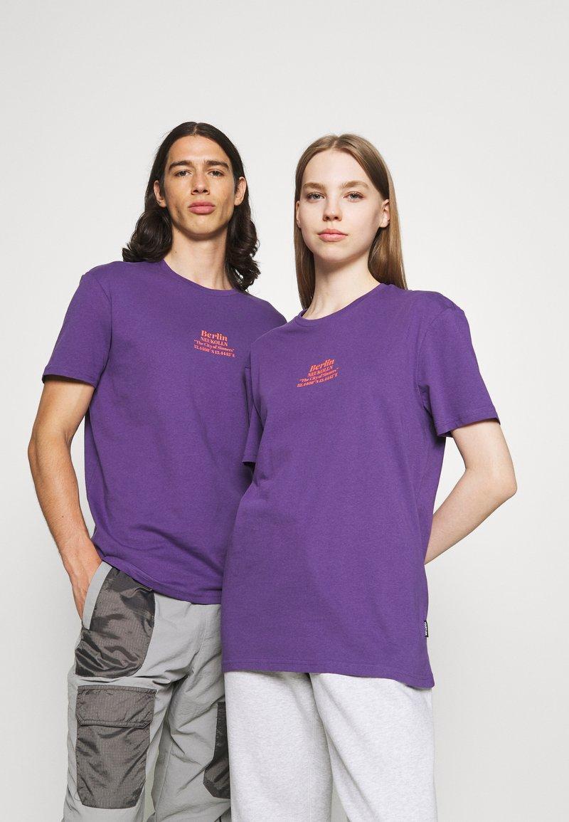 YOURTURN - UNISEX - T-shirt imprimé - purple