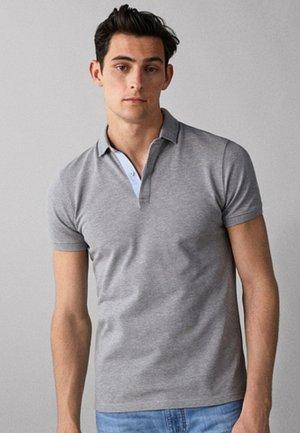 MIT STRUKTURMUSTER  - Polo shirt - grey