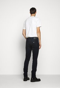 Emporio Armani - Vaqueros slim fit - blue denim - 2