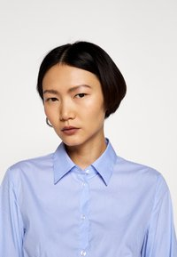 HUGO - THE FITTED - Button-down blouse - blue - 4
