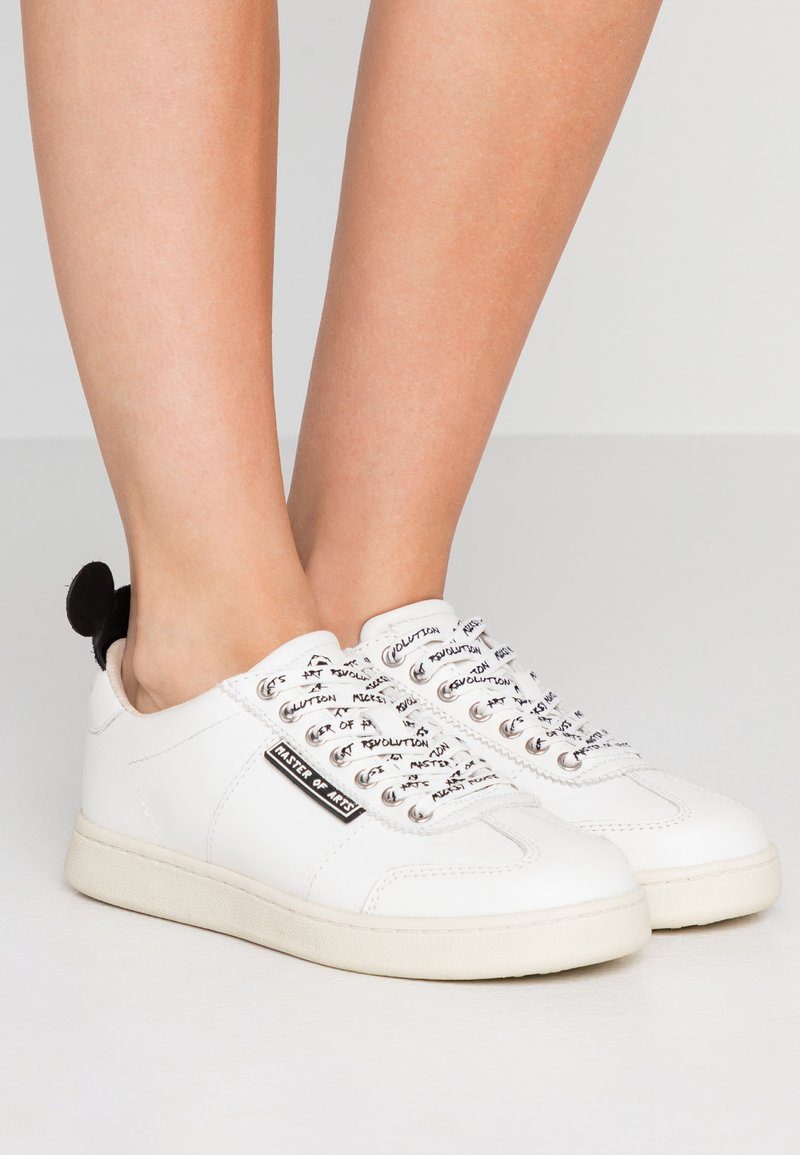 MOA - Master of Arts - Trainers - gallery white/black