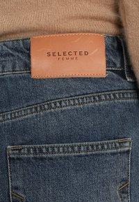 Selected Femme - MOM MID - Relaxed fit -farkut - medium blue denim - 4