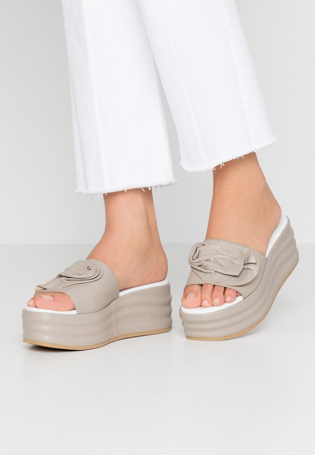 Pantolette hoch - taupe