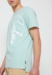 Calvin Klein - SUMMER SCRIPT LOGO - T-Shirt print - green - 3
