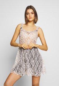 NEW girl ORDER - DITSY DRESS - Kjole - beige - 0