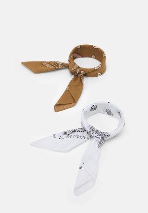 JACYOUNG BANDANA 2 PACK - Foulard - white/camel