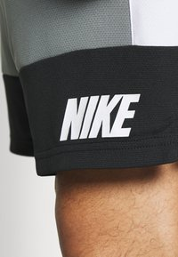 Nike Performance - DRY SHORT 5.0 - Pantaloncini sportivi - smoke grey/black/white - 5