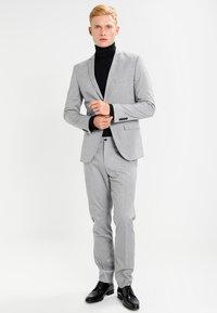 Selected Homme - SHDNEWONE MYLOLOGAN SLIM FIT - Garnitur - light grey melange - 1