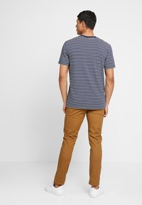 Scotch & Soda - MOTT CLASSIC SLIM FIT - Chino - walnut - 2