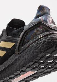 adidas Performance - ULTRABOOST 20 CNY - Zapatillas de running neutras - core black/gold metallic/signal coral - 5