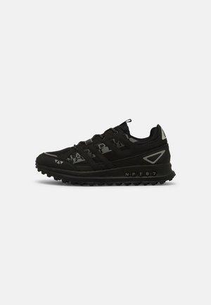 SLATE - Sneakersy niskie - black