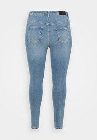 Vero Moda Curve - VMLORA - Jeans Skinny Fit - light blue denim - 7